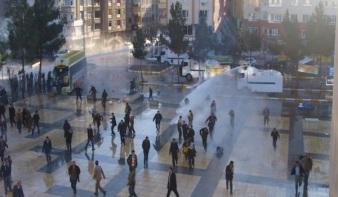 http://actualidadkurda.files.wordpress.com/2011/01/ataque-policial-manifestacic3b3n-diyarbakir-13-de-enero.jpg