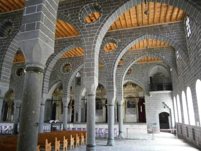 La iglesia ha sido totalmente restaurada por el ayuntamiento de Diyarbakir y entregada a la comunidad armenia en un acto muy emotivo, a la comunidad armenia local, muchos de los cuales sobrevivieron al genocidio convirtiendose al islam, pero manteniendo su fe e identidad ocultas por decadas frente a un entorno muy hostil.