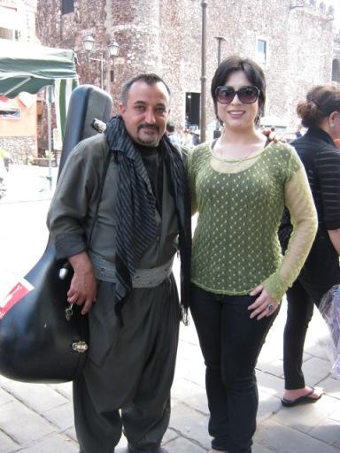 Ronak con el cantante Shahhruz Ahmedi