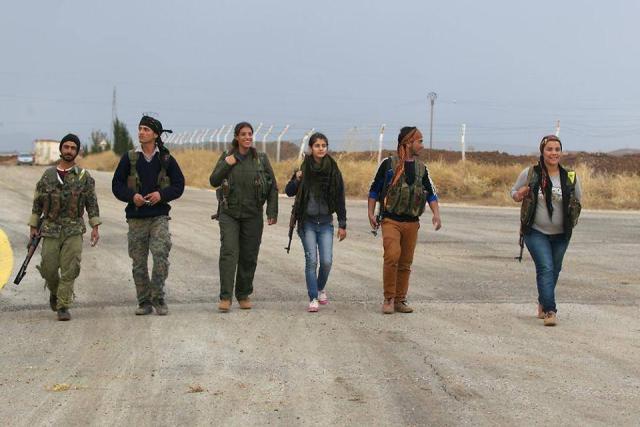 Combatientes de las fuerzas de Protección Popular (YPG) en Kobane