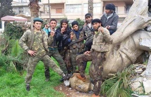 Combatientes de Yabhat al Nusra en la ciudad de Idlib