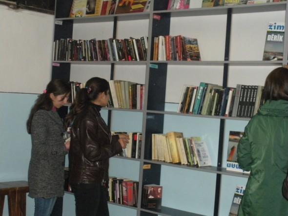 Primera biblioteca que acoge libros de lengua y literatura kurda en Siria / Actualidad Kurda