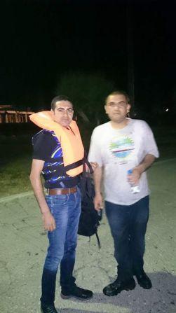 Nizar Mustafa, a la izquierda, antes de cruzar el Mediterráneo / Faceook