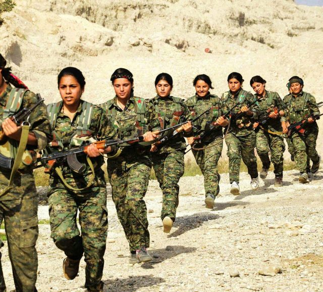 Foto: Combatientes de YPJ